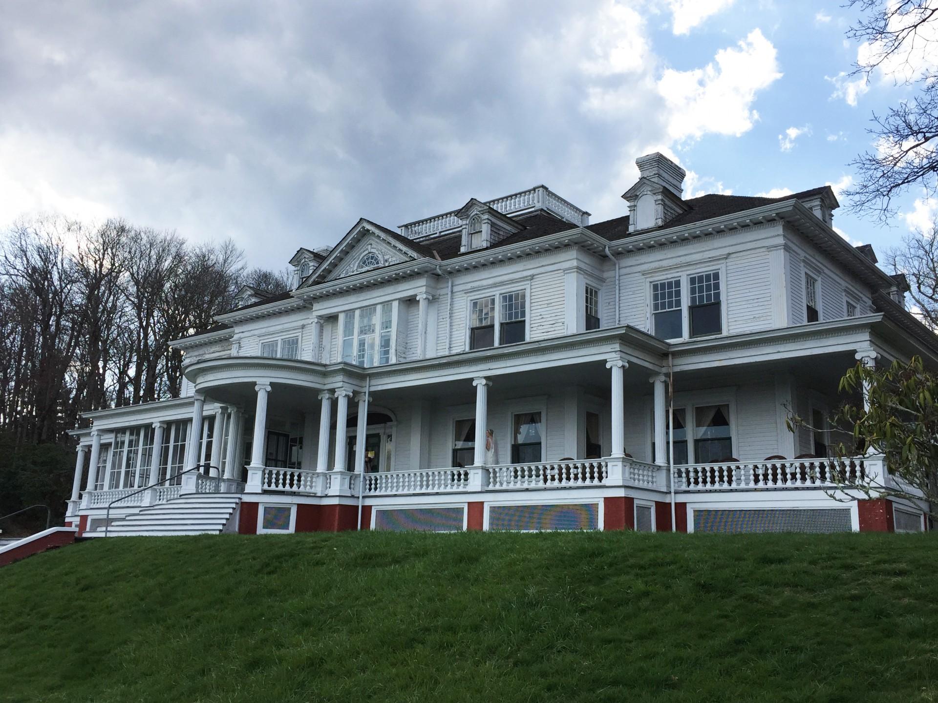 Flat Top Manor